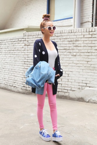 jeans pink jeans top white top casual cardigan navy blue caridgan polka dots shoes platform shoes platform sneakers sneakers blue sneakers jacket denim jacket sunglasses white sunglasses