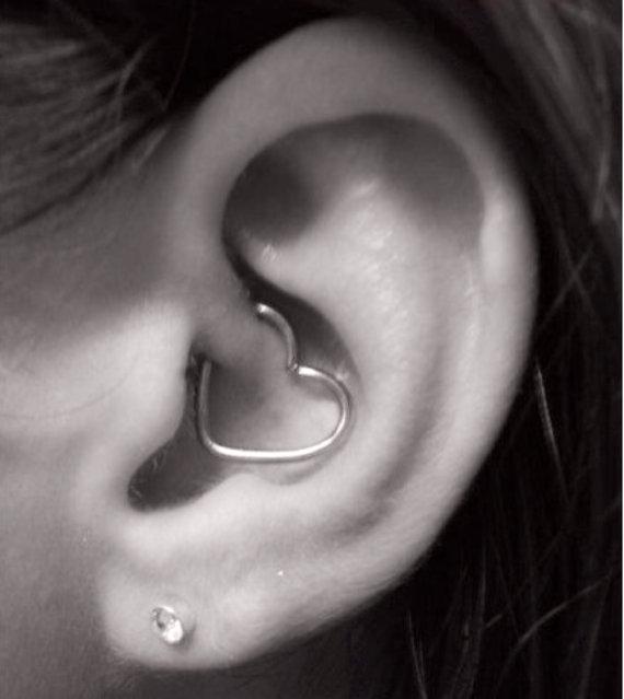 Daith / cartilage coeur peircing