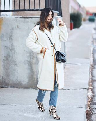 coat tumblr white coat fuzzy coat bag black bag crossbody bag denim jeans blue jeans boots leopard print