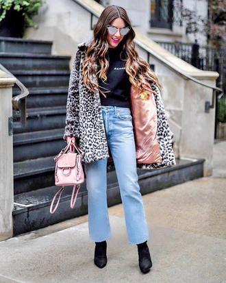 coat tumblr leopard print denim jeans blue jeans boots black boots top black top sunglasses bag pink bag