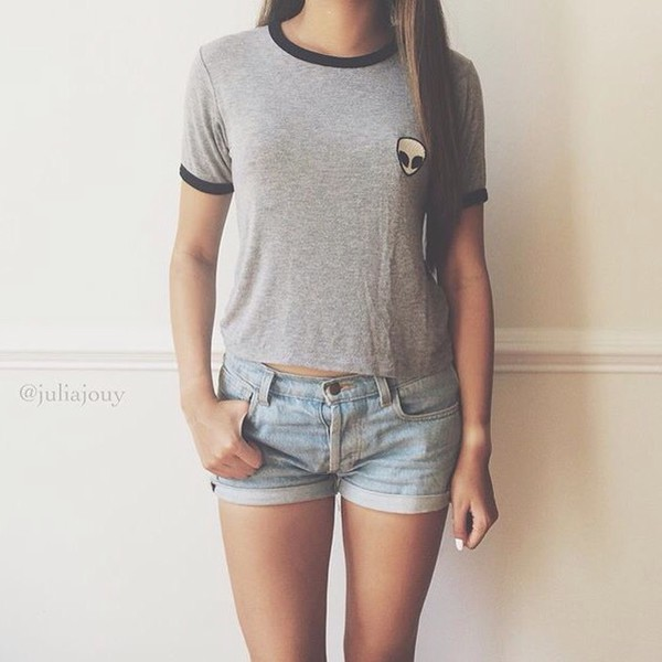 Top T-shirt: cropped, shirt, top, grey, black, short, shorts, denim  UO89