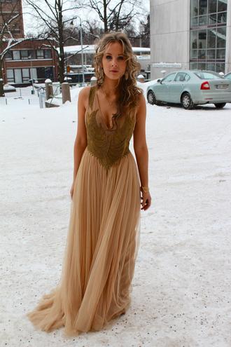 clothes dress tulle skirt prom dress gold chain vanhojentanssit evening dress look long dress gold sequins 20s blogger valkoinen elefantti
