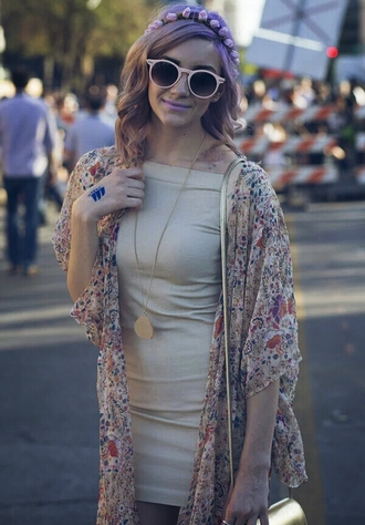 dress teen vogue sxsw tx texas cyber festival cardigan streetstyle street fashion dress streetwear neutral sunglasses flower crown creative