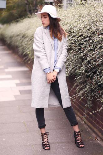 amoureuse de mode blogger grey coat lace-up shoes felt hat