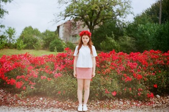 skirt gingham red white vintage indie hipster summer mini skirt gingham skirt check check skirt white blouse white top white shirt pale hair accessory