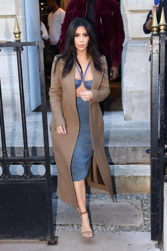skirt kim kardashian top coat sandals