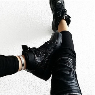 leggings black suede suede leggings fashion style ribbed ribbed leather blogger blvckd0pe leather leggings maniere de voir manieredevoir nike air force 1 tumblr girl instagram zips zipper leggings zipped pants