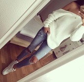 jeans,ripped jeans,jean destroyed,white sweater,sweater,white,loose,warm,autumn/winter,jumper,heavy knit jumper,off the shoulder,off the shoulder sweater