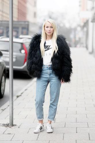 victoria tornegren blogger jeans shoes faux fur fuzzy coat nike air adidas shoes
