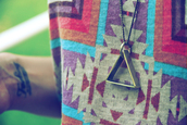jewels,triangle,necklace,shirt,sweater,jumper,purple,pink