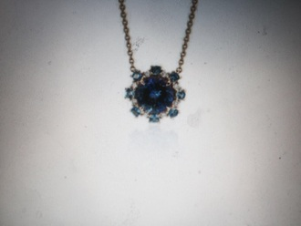jewels blue necklace silver diamond diamond shape sapphire gold chain