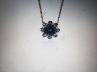 jewels blue necklace silver diamond diamond shape sapphire gold chain