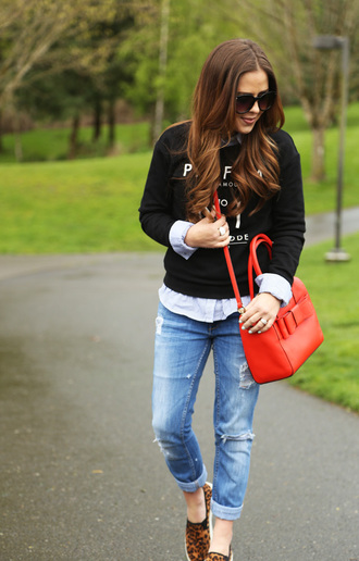 dress corilynn blogger sunglasses red bag ripped jeans black sweater slip on shoes
