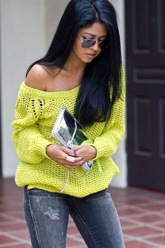 bag clutch metallic clutch silver bag sweater yellow sweater denim jeans sunglasses aviator sunglasses spring outfits rayban silver clutch