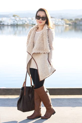 tote bag blogger sunglasses top cardigan it's not her it's me shearling jacket brown leather boots