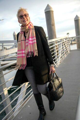unefemme blogger jewels scarf jacket jeans bag shoes black coat handbag