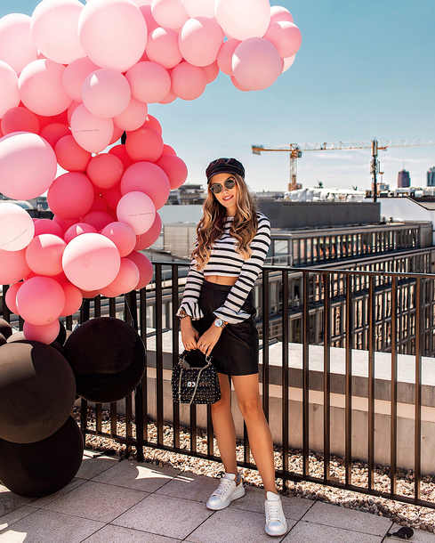 top topc rop tpp crop tops balck and white skirt black and white black skirt hat hat sunglasses shoes sneakers