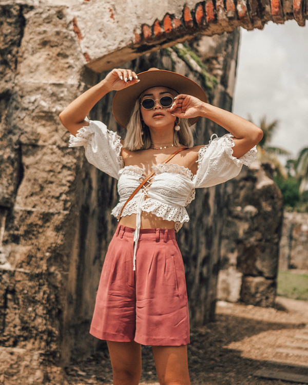169da51c044c8 top short pants white top crop tops pants high waisted sunglasses hat  crossbody bag.