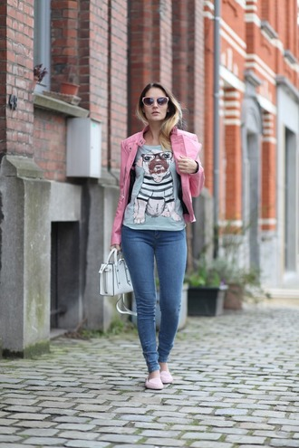 from brussels with love blogger t-shirt jeans jacket bag pink jacket spring outfits loafers skinny jeans handbag