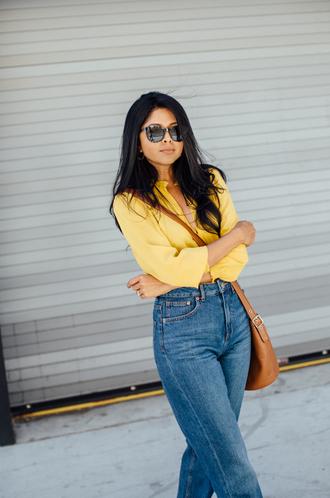 walk in wonderland blogger top jeans bag sunglasses