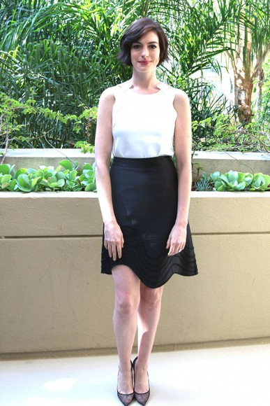 anne hathaway shoes skirt top