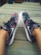 shoes,nike,floral print shoes,floral,nike running shoes,nike shoes,nike flower print