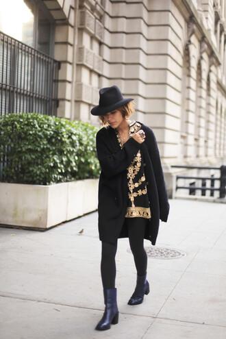 trop rouge blogger hat black boots mini dress print black coat