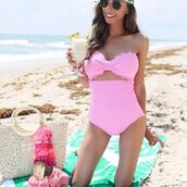 swimwear,pink,pink scalloped,scalloped bikini,scalloped one piece,pink bikini,one piece swimsuit,one piece,scalloped,blogger,instagram   blogger,eslifeandstyle,bandeau swimsuit