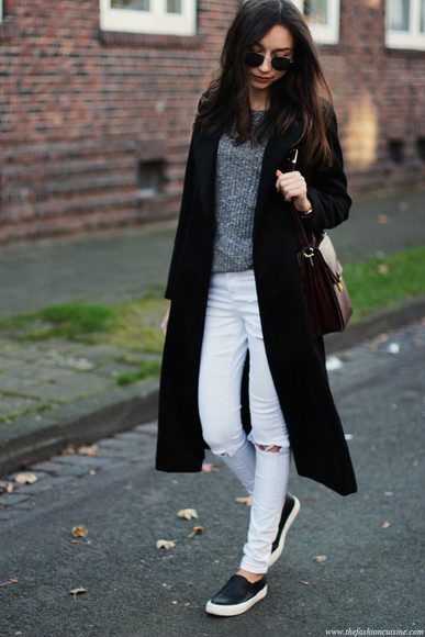 blogger bag grey sweater coat jewels jeans the fashion cuisine top