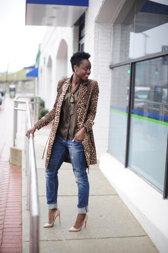 skinny hipster blogger jeans leopard print coat blouse pointed toe