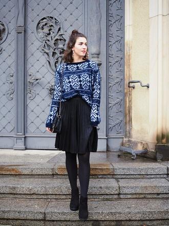 samieze blogger skirt sweater bag shoes pleated skirt black skirt ankle boots chain bag