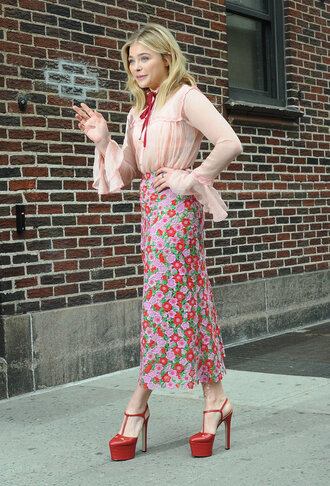 shoes chloe grace moretz celebrity actress red shoes high heels shirt peach shirt pink shirt skirt maxi skirt floral skirt floral maxi skirt flare shirt