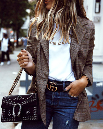 jacket belt blazer plaid plaid blazer check blazer t-shirt white t-shirt denim jeans blue jeans bag chain bag