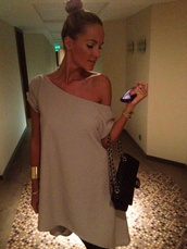dress,grey dress,mini dress,off the shoulder,off the shoulder dress,asymmetrical dress,going out dress,t-shirt,top,beige tank top,blouse,beige,oversized,nude dress one shoulder