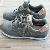 shoes,new balance,grey sneakers,hipster,low top sneakers,new balance sneakers,grey,grey shoes,gris,pastel sneakers,suede sneakers,tennis shoes,running shoes,black,white,gold,blue,baby blue,rose,rose gold,sneakers,copper,roseglod,trainers,new balance 574,mode,new balance rose gold khaki