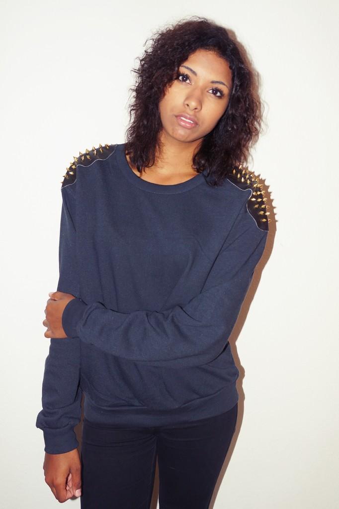 Golden spikesweater