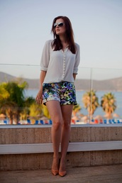 the bow-tie,shorts,blouse,shoes,sunglasses