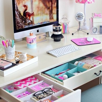 home accessory laptop lipstick pink lip balm girly pretty beautiful makeup table make-up decoration desk