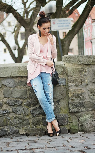 leona meliskova blogger cardigan pink blouse ripped jeans top jeans shoes jewels