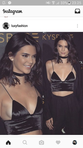 top black top black crop top kendall jenner choker necklace black jewels jewelry necklace black choker kardashians keeping up with the kardashians model celebrity style celebrity celebstyle for less absolutemarket