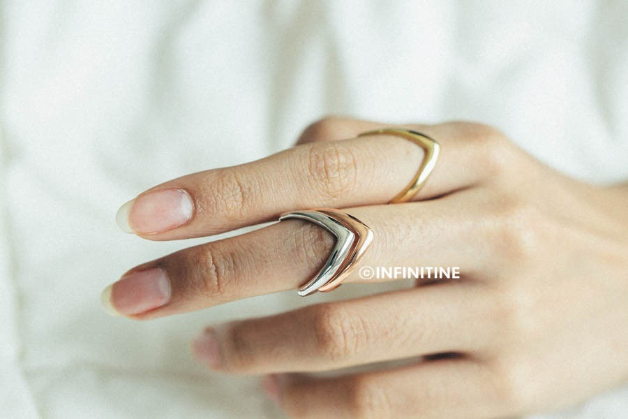 Thick  chevron  knuckle ring,rn2468