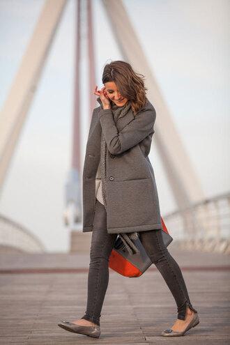 lovely pepa blogger handbag grey coat grey jeans ballet flats