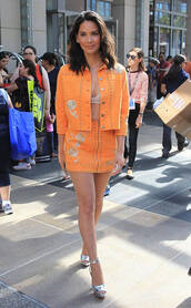 skirt,jacket,comic con,orange,two-piece,sandals,platform sandals,olivia munn,bra,shoes