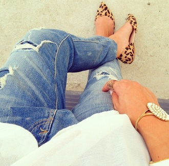 jeans ripped jeans denim leopard print moccasins jewels pearl gold gold jewelry ring gold ring shoes