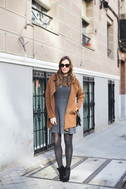lady addict blogger grey dress rust winter dress