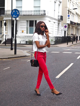 t-shirt red skinny jeans red pants pumps blogger blogger style slogan t-shirts crossbody bag