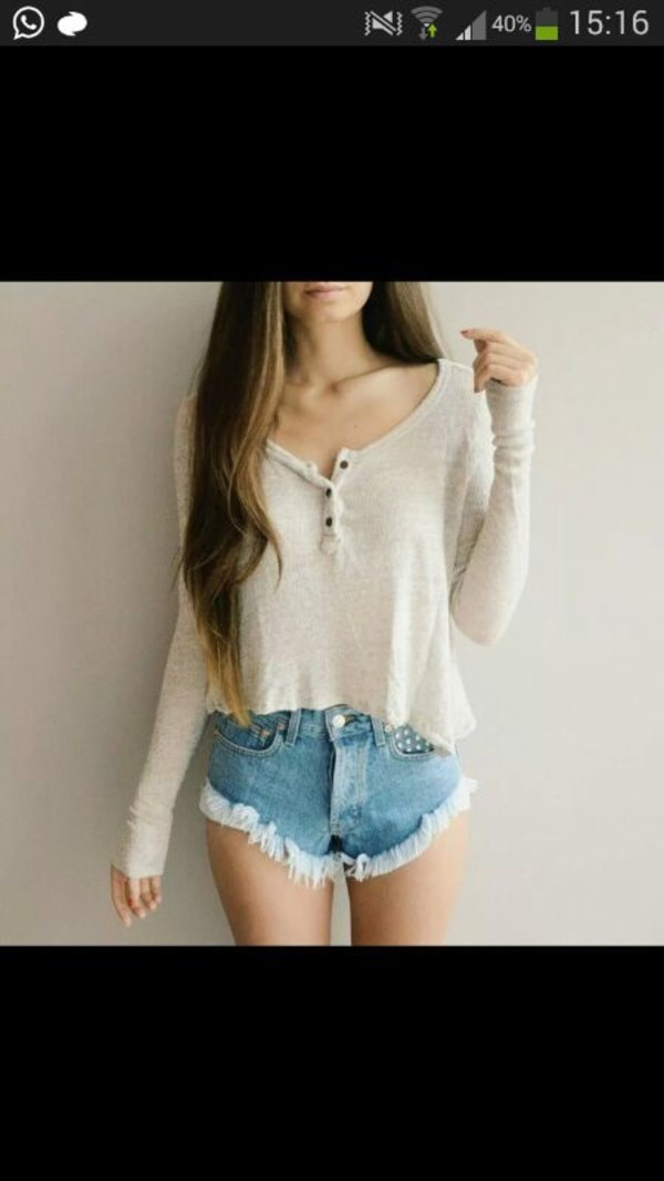 pants shirt shorts High waisted shorts light blue denim blouse High waisted shorts tumblr shorts denim shorts high waisted love this shirt t-shirt white shirt top shoes bege sandal bege crop cropped sweater long sleeves cute style fashion white chemise blanche white top