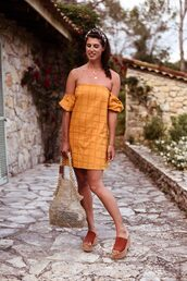 dress,head scarf,mustard dress,shoes,sandals,bag