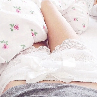 shorts white shorts cute shorts cute laced laced shorts white bows white bows