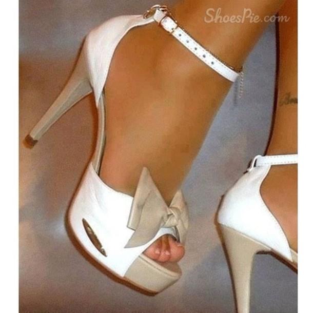 shoes shoes high heels tan and white tan heels white heels